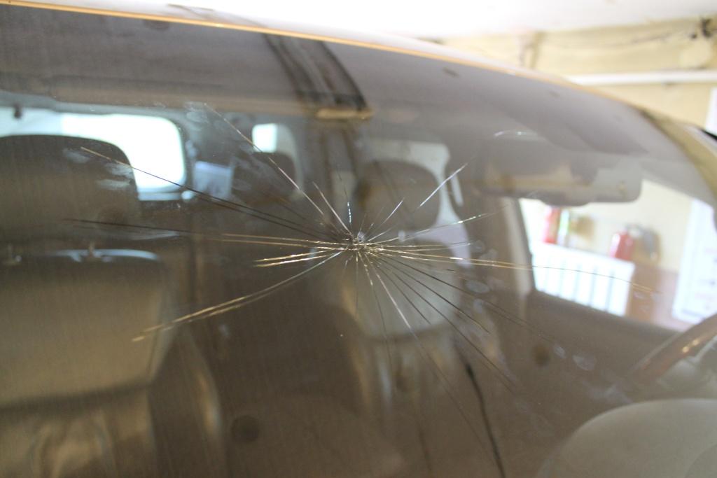 картинки трещина на лобовом стекле магазине представлен